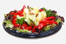 Овощное ассорти с сырами